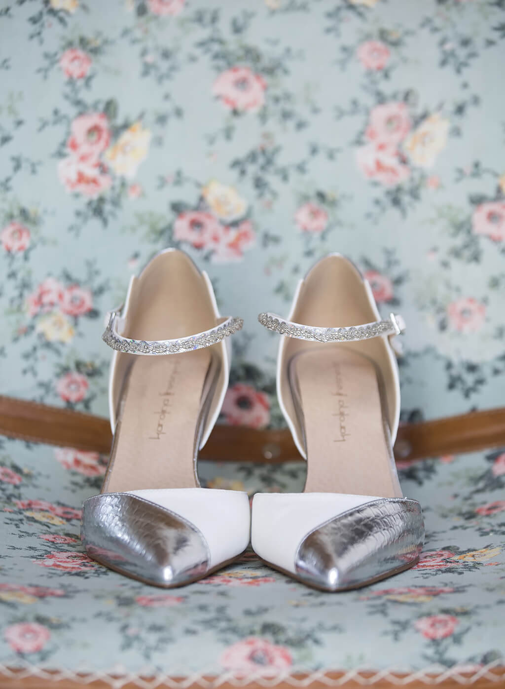 bridal ixchel 2016 zapato blanco y plateado karolina fresneda