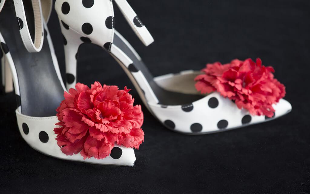 capsula lagrimas negras 2016 zapato de lunares con flor roja karolina fresneda